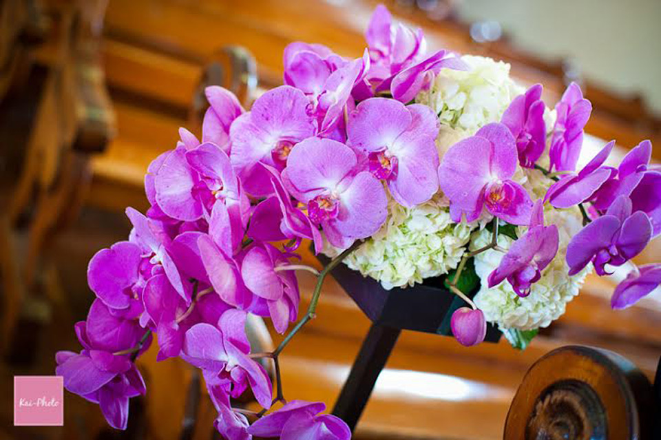 Create A Stunning Ceremony With Beautiful Flower Arrangement